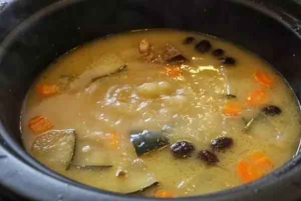 据说这是广州最早的无水桑拿火锅