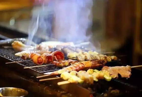 """体育东和体育西,""""大叔""""与""""鲜肉""""的美食之争,谁能更受青睐?!"""