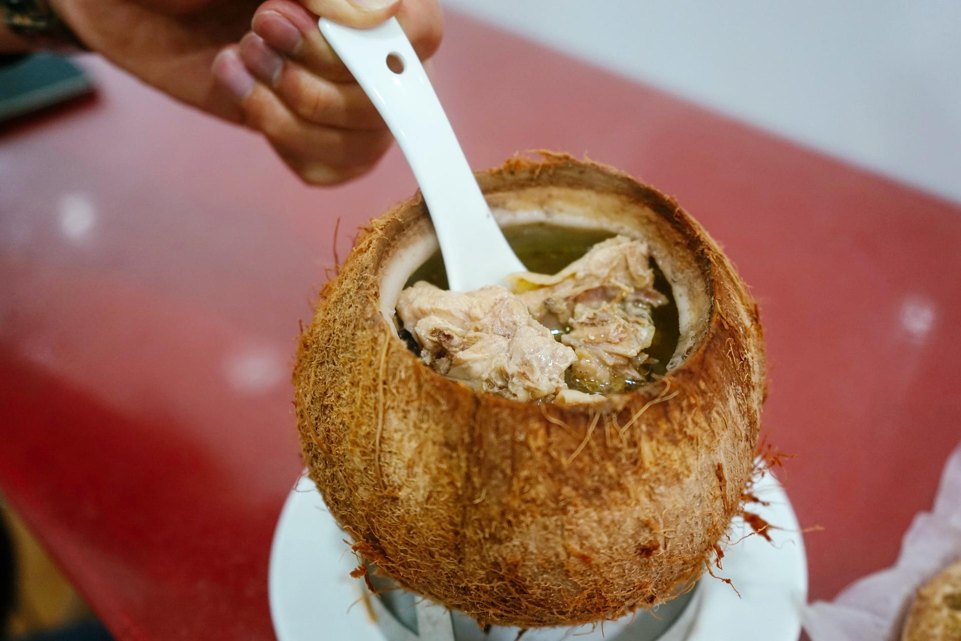 来自海南的美味!这间椰子炖品店你一定不能错过!