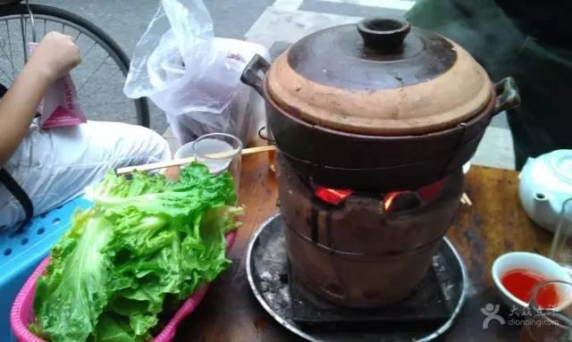 炭火炉牛杂煲,用传统的方式品尝广州味道