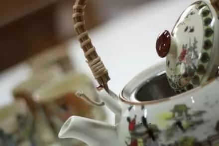 早茶你喝的多了,规矩你知道么?