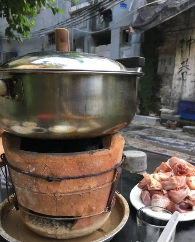即将降温,广州怀旧炭炉煲推介!