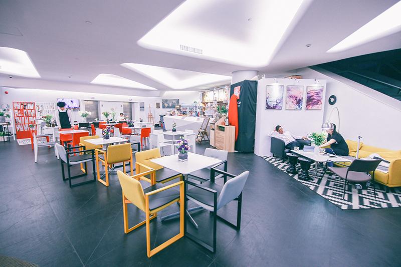 这家与艺术中心完美融合的咖啡厅,你怎能不来感受一下?