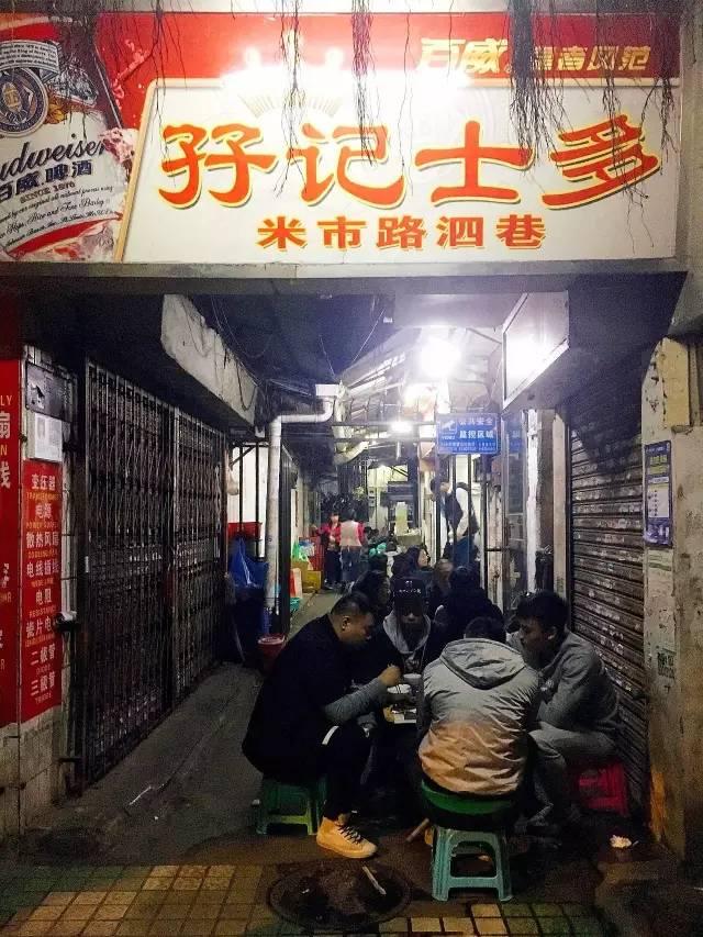 这家闻名了一条街的广州大排档,生意再火也只营业4小时!