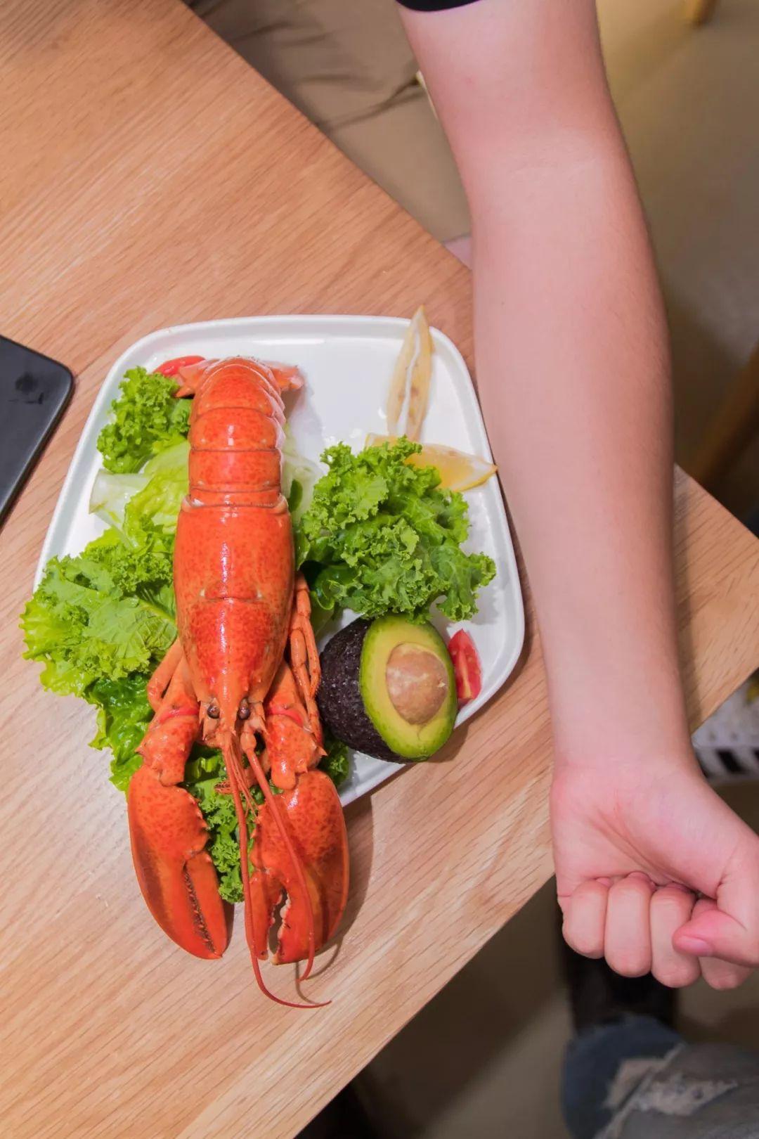 一整只波士顿龙虾就是一个包!广州首家龙虾包,登陆K11!