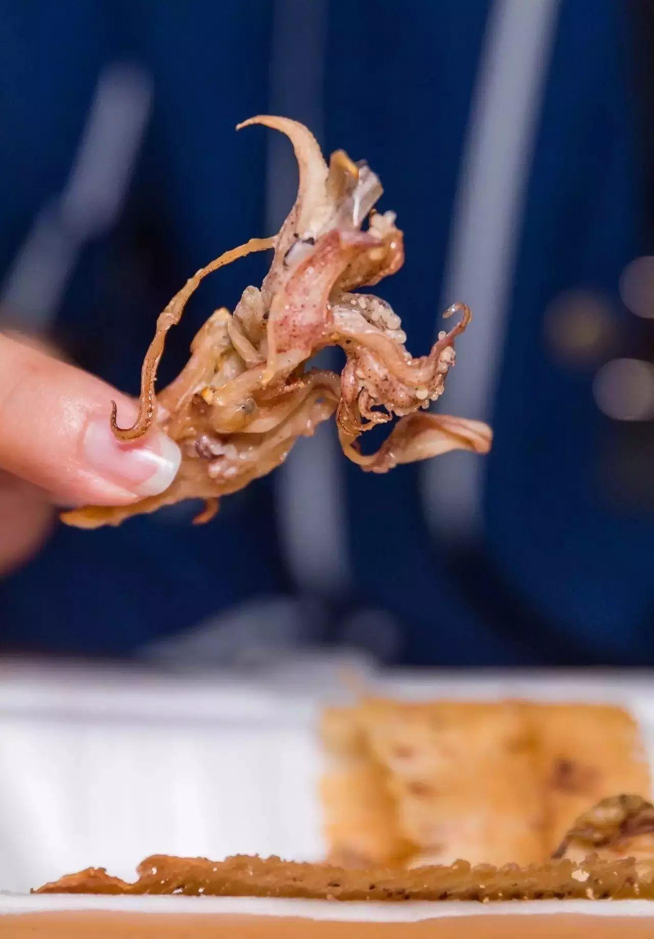 只为留住这份味道,广州阿伯30年来只做一道碳烤鱿鱼干